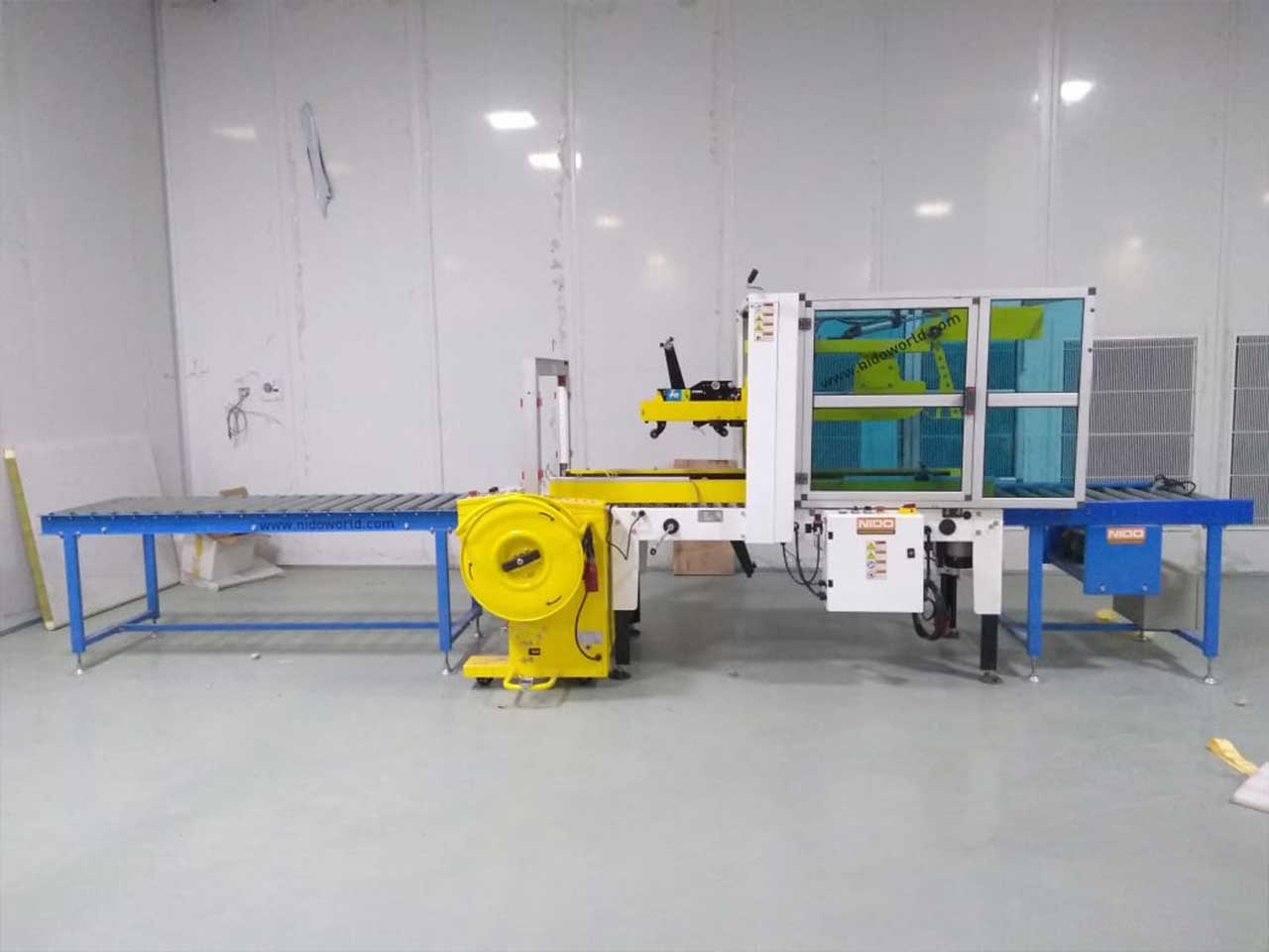 Semi auto flap folding carton sealer with auto strapping