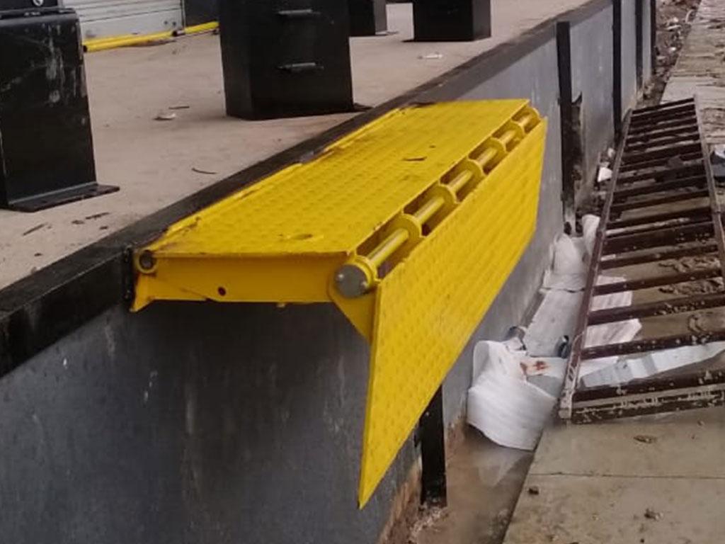 Edge Dock Leveler