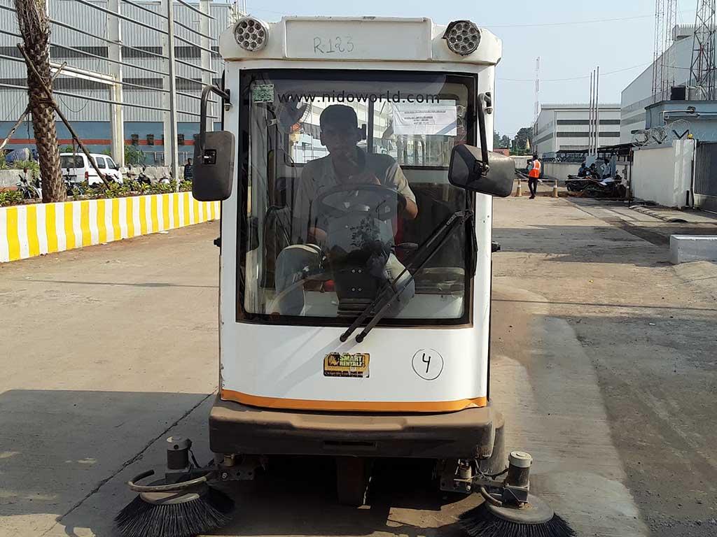 Nido Ride-on Sweeper